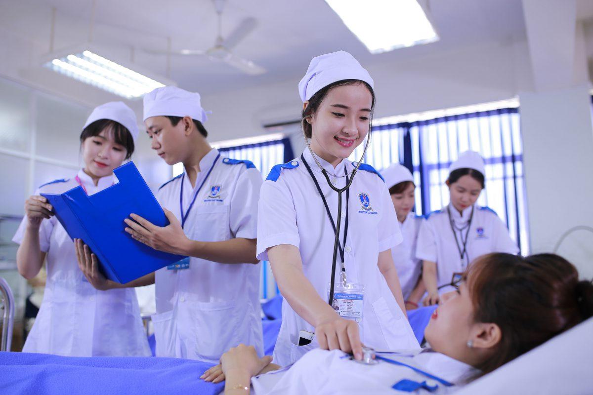 Có nên học trung cấp điều dưỡng không ?